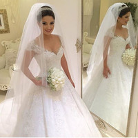 dentelle de robe de mariage achat en gros de-Robes de mariée en dentelle Vintage Deep V Neck Ball robe de mariée Robes de mariée en dentelle Vintage Wedding Dress Robes de mariée