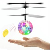 Mini Fun Kids Toy Nova chegada Flying Crystal Ball LED Flashing Stage Helicóptero de aeronaves ligeiras para entretenimento doméstico TOP2047