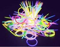 ingrosso colori fluorescenti-MOQ = 35PCS Natale ragazzo ragazze Concerto luminoso polsino fluorescente mano piatta anello donna e braccialetto uomo colori spedizione gratuita