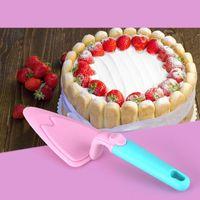 plásticos triángulo al por mayor-Triangle Cake Shovel Candy Color Plastic Pizza Shovels Safe Antideslizante Botton Herramienta para hornear de calidad superior 4 8 mr B