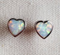 Graceful 7 mm en forma de corazón blanco Fire Opal Stud Earrings para Lady