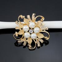 krem çiçek broş toptan satış-Kadınlar Için zarif Imitasyon Krem Inci Çiçek Pin Broş broşlar Diamante Düğün Broş Pins Gümüş Altın Zarif Kadın Rhineston Broş