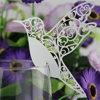 Al por mayor-50pcs DIY Place Card Flying Birds Copas Glass Wine Wedding Name Cards Laser Cut Pearlscent Paper Cards Birthday Party Decoration