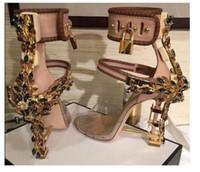 vestido de diamante de zapatos al por mayor-Cerradura metálica de lujo sandalias de Roma 10 colores de las señoras Diamantes únicos talones Bombas Rihanna Peep Toe de tacón alto Zapatos de la boda