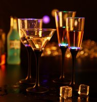 LED Champagne Glass LED Light Cup Goblet Water Inductive LED Cup para festa Copos de casamento Bar Decor OOA3587