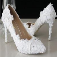 vogue heels großhandel-Luxus Designer Frauen Schuhe White Lace Vogue Hochzeit Schuhe Perlen High Heels Hochzeit Brautschuhe Pfennigabsatz Pumps Brautaccessoires