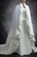 trenes de manto vintage al por mayor-Nueva barato nupcial de Cabo blanco de marfil de la boda de Capas de piel falsa para el invierno Chrismas Wraps novia de la boda de novia Capa tribunal tren Capes
