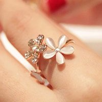 Wholesale Jewelry Side Bar - Fashion Lovely Gold Daisy Flower Crystal Rhinestone Women Rings Gift Adjustable Finger Brand Opal Flowers diamante With Side Stones Jewelry