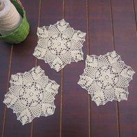 crochê de mesa artesanal venda por atacado-Atacado-yazi 4PCS Coasters Handmade algodão Oco Floral Doily Cup Pads Mão Vintage Crochet Table Mat Doilies Crochet Placemat