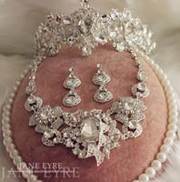 conjuntos de collar de boda de diamantes de imitación al por mayor-2015 joyería de la boda establece diamantes de imitación de cristal joyería nupcial accesorios para el cabello tiaras + collar + pendientes barato del banquete de boda Prom Conjuntos de joyería