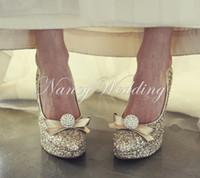 sapatos de noiva com toques redondos mulheres venda por atacado-Sapatos de noite e de casamento para as mulheres de luxo de ouro strass dedo do pé redondo saltos de noiva vestido de baile sapatos