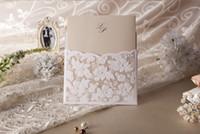 ücretsiz yazdırılabilir dantel davetiyeleri toptan satış-2015 Yeni Yazdırılabilir Yeni Düğün Davetiyeleri Beyaz Dantel Hollow Davet Kartları Folyo Damgalama Düzensiz Düğün Parti Ücretsiz Kargo
