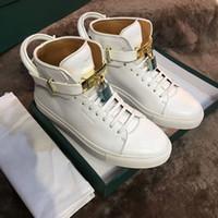 дизайн обуви из воловьей кожи оптовых-Роскошный Дизайн Идеальный Металлические Замки Кроссовки Обувь Высокое Качество Воловьей Кожи Мода Мужчины Повседневная Обувь 950 750 Lock Lesure Квартиры Обувь