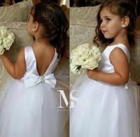lindas flores azuis venda por atacado-Belas Meninas Vestem Para O Casamento Branco Frisado Flor Vestidos de Jóias Decote Andar Longo Princesa Meninas Pageant Vestidos de Festa Vestidos