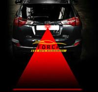 luz de advertencia del freno de estacionamiento al por mayor-A prueba de lluvia Coche Led Luces antiniebla láser Bombillas Auto 12V-24V Anti colisión LED de advertencia luces traseras Luces de señal de estacionamiento de frenos