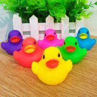 çocuklar için ördek oyuncakları toptan satış-6 Renkler Sevimli PVC Ördek Bebek Banyo Su Oyuncakları Sesler Kauçuk ördekler Çocuk Yüzme Yüzme Plaj Hediyeler Kum Oynamak Su Eğlenceli Çocuklar oyuncaklar