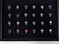 24pcs Nose Ring Fashion Bijoux Corps Nose Stud 316L Inoxydable Acier chirurgical Multicolor Cross Nose Piercing Stud Crystal NS1