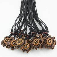 Pendentifs En Gros De Poisson Pas Cher-Wholesale Lots 12PCS Hawaiian Style Brown Imitation Yak Bone Crochet de poisson sculpté Surfer Turtle Pendentif Collier Amulet Cadeau MN192-