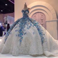 robes de mariée bleu étonnantes achat en gros de-Incroyable Arabe Robes De Mariée De Robe De Robe Bleu Floral Blanc Appliques Cristal Perlé Avec Une Robe De Mariée Énorme Jupon Personnalisé Sans Bretelles
