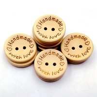 el yapımı aşk düğmesi toptan satış-Yeni Moda 100 Adet / takım Doğal Renk Ahşap Düğmeler El Yapımı Mektup Aşk Dekor Ile Düğün Dekor Için Dikiş Aksesuarları 15mm