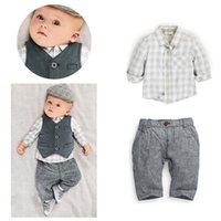 bebek beyefendi kıyafeti toptan satış-2019 çocuk kıyafetleri 3 adet Takım Elbise bebek eşofman Erkek beyefendi Ekose Gömlek Suits + Yelek + pantolon çocuklar butik Giyim Setleri giysi tasarımcısı giysi
