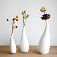 weiße blumenbüros großhandel-Kleine moderne Streamline Keramikvase weißes Porzellan Blumenvase Dekor Vase für Büro