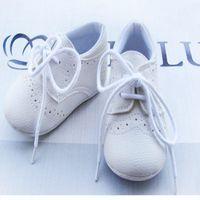 botas de goma para niños calientes al por mayor-Al por mayor-venta caliente1pair zapatos de bebé de cuero de la marca con cordones primeros caminantes niño / niñas botas de goma niño / bebé / recién nacido calzado antideslizante