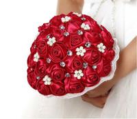 bouquets de mariée en porcelaine achat en gros de-2018 cristal perle dentelle rouge rose bouquet de mariée artifical fleur demoiselle d'honneur mode souper de mariage personnalisé fabriqué en Chine gelin buketi