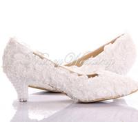 ingrosso pizzo scarpe tacco basso nuziale-Nuovo stile bianco pizzo tacco basso da sposa gattino tacco scarpe da damigella d'onore elegante partito impreziosito scarpe da ballo Lady scarpe da ballo