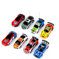ingrosso coke mini racer cars-8 colori Mini-Racer Telecomando Auto Coke Can Mini RC Radio Telecomando Micro Racing 1:64 Auto 8803 regalo di natale