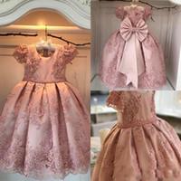 büyük kız elbiseleri elbiseleri toptan satış-Yüksek Kalite ile Prenses 2019 Kız Pageant elbise Kısa Kollu Dantel Aplike Çiçek Kız Elbise Büyük Yay Yürüyor Pelerin Elbisesi