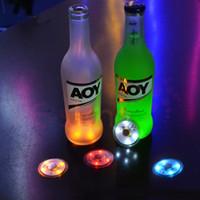 yanıp sönen içki gözlükleri toptan satış-1000 adet Yanıp Sönen LED Şişe Coaster Sticker Içecekler / Gözlük LED Gece ışıkları Gece Kulübü Ve Barlar Bira parti Dekorasyon Noel lambaları