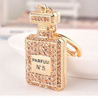 Wholesale perfume gift bags - luxury crystal N5 perfume bottle keychains women bags pendants key chain key rings fashion statement jewelry Christmas gift 3 colors 240220