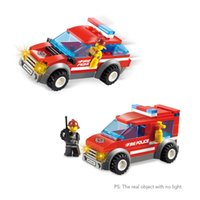 2 Set XIPOO Fire Serie 84pcs XP93401 Città Fire Police e 72pcs XP93402 Heroic Fire Fighter Edificio scolastico