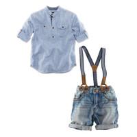 erkek çocuk kot pantolon gömlek toptan satış-Yaz Bebek Boys Denim Setleri Giyim Mavi Çizgili Casual Gömlek + Askı Şort Kot Pantolon 2 ADET Takım Elbise Kostüm Çocuk Giysileri