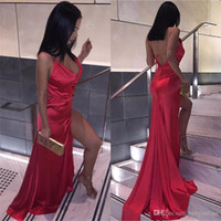 Дешевые 2017 Sexy Backless Red Split Evening Party Dresses Sheath V Neck Plain Simple Satin Long Prom Gowns