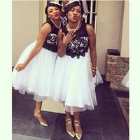 siyah beyaz nedime elbiseler kısa toptan satış-2019 Ucuz Siyah Ve Beyaz Kısa Gelinlik Modelleri Ekip ile Pileli A-Line Aplikler Diz Boyu Hizmetçi Onur Elbiseler Ucuz Afrika