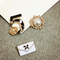 Wholesale Pearl Necklace Brooch - Number 5 pearl CC style Famous Luxury Brand Designer Jewelry 2017 Brooch Pins Broach For Women Sweater Dress pins brooches