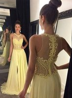 robe d'été en dentelle jaune achat en gros de-2017 Yellow Illusion Back Robes de bal Sheer Halter Lace Appliques Robes de soirée avec cristaux perlés Side Split Summer Beach Party Gowns