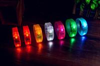 flash-sound-tasten großhandel-Weihnachtsgeschenk für Kinder 7 Farben-stichhaltige Knopf-Steuerung führte blinkendes Armband leuchten Armband-Verein-Tätigkeits-Partei-Stab-Beifallspielzeug freies Verschiffen