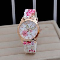 новые дизайны часов для девочек оптовых-Wholesale-New Design Women Girl Watch Silicone Printed Flower Causal Quartz WristWatches free shipping !