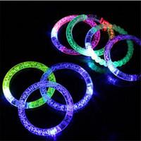ingrosso braccialetti principali-2017 Hot acrilico glitter bagliore di luce flash bastoni LED cristallo sfumato mano anello braccialetto braccialetto creatività forniture per feste di ballo