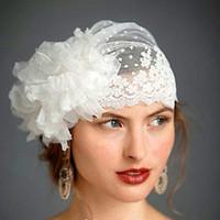 düğün örtülü şapkalar toptan satış-2017 İsviçre Nokta Tül Peçe Şapka Ile El Yapımı Çiçek Dantel Kırpma Vintage Düğün Veils Gelin Veils