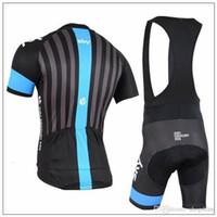 ingrosso bicicletta bicchierini di taglio-2015 SKY nero Cycling Jersey set bavaglino manica corta / pantaloni strisce sul retro Quick Dry traspirante Abbigliamento da ciclismo GEL PAD taglia XS-4XL