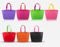 ücretsiz alışveriş giyim toptan satış-Dokunmamış kabartmalı Çanta alışveriş omuz çantaları Yeni Ekose çanta high-end taşınabilir giyim olmayan dokuma çanta Ücretsiz alışveriş Ücretsiz kargo