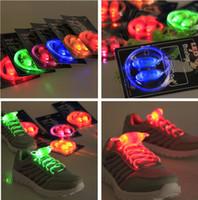 cuerdas de moda para niños al por mayor-Luminoso LED Multicolors Shoelaces Fashion Light Up Cadenas de zapatos brillantes que brillan intensamente Boys Girls Kids Light Up LED Shoelaces