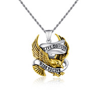 collares moteros al por mayor-Envío gratis Vintage gold eagle collar colgantes motorista amuletos y encantos hombres joyería