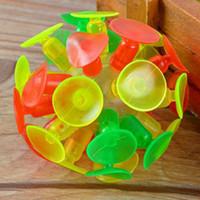 ingrosso aspirazione della sfera-Ventosa appiccicosa a sfera appiccicosa a sfera LED a forma di palla da cricket con bambini luminosi
