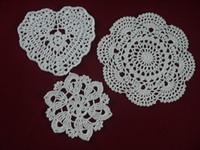 white heart lace doilies venda por atacado-Atacado handmade Doilies Crocheted White lace mat mat vaso Pad, Heart Round coaster Início Jardim 10-20 cm esteira de tabela 30 PÇS / LOTE tmh386