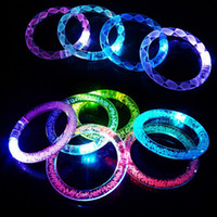 pulsera de acrilico al por mayor-Acrílico LED Flash Bracelet Glitter Glow Light Anillo de la mano Palos Luminoso Crystal Gradient Colorful Bangle Impresionante Danza Fiesta de Navidad regalo